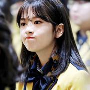 아이즈원> 안유진의 귀여운 습관 . JPGIF